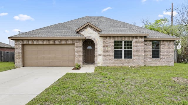 Photo 1 of 26 - 413 Harvard Dr, Glenn Heights, TX 75154