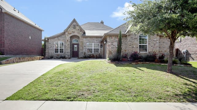 Photo 1 of 27 - 1104 Hidden Lake Dr, Burleson, TX 76028