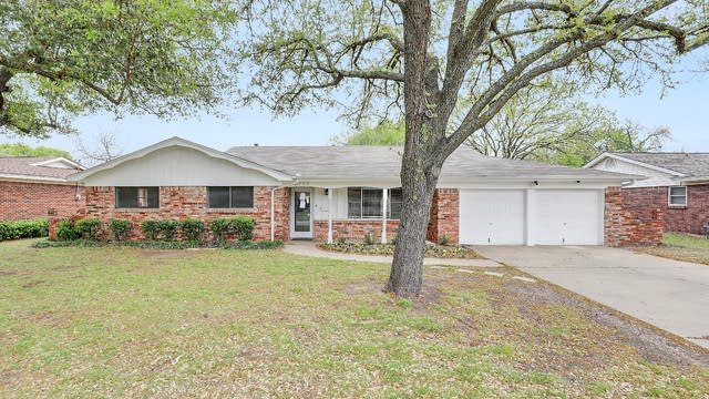 Photo 1 of 33 - 4909 Caton Dr, North Richland Hills, TX 76180