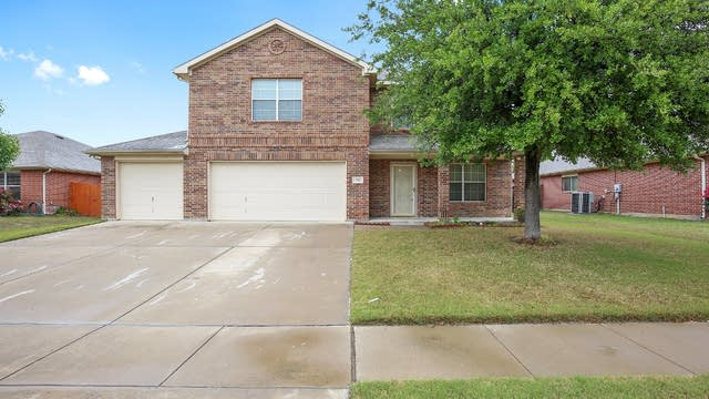 Photo 1 of 32 - 712 Partridge Dr, Fort Worth, TX 76131