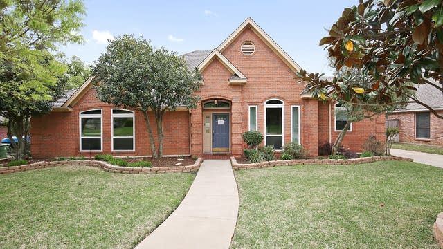 Photo 1 of 26 - 9 Red Oak Ct, Mansfield, TX 76063