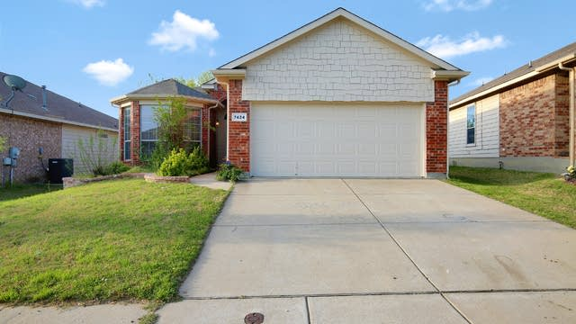Photo 1 of 25 - 7424 Anderson Blvd, Fort Worth, TX 76120