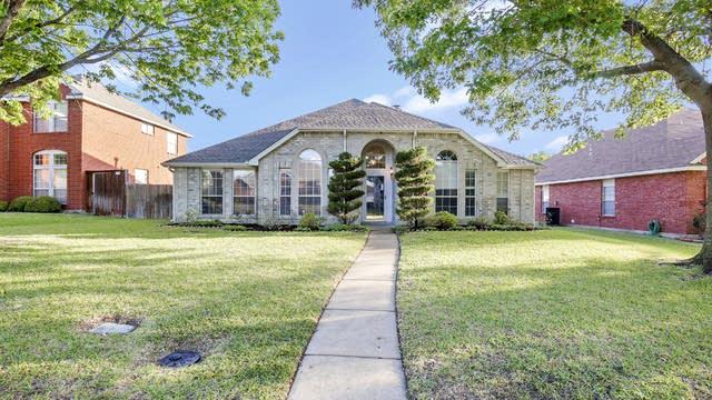 Photo 1 of 28 - 1133 Barrington Dr, DeSoto, TX 75115