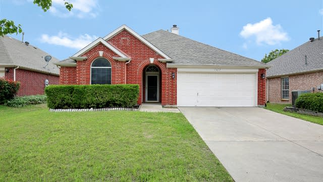 Photo 1 of 26 - 7859 Park Falls Ct, Fort Worth, TX 76137