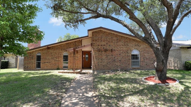 Photo 1 of 25 - 3117 Bluebonnet Dr, Grand Prairie, TX 75052