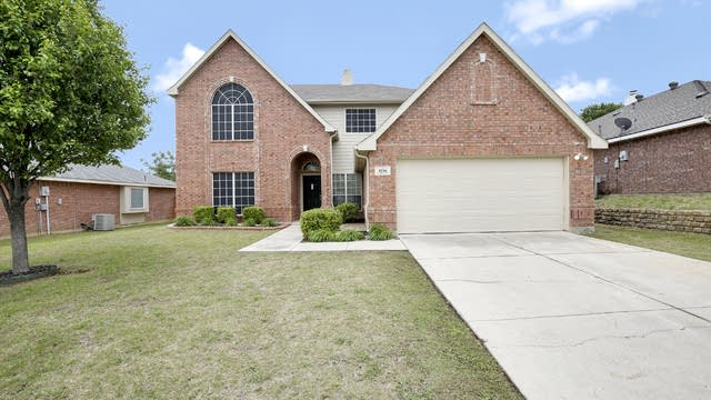 Photo 1 of 26 - 5716 Wimbledon Cir, Haltom City, TX 76137