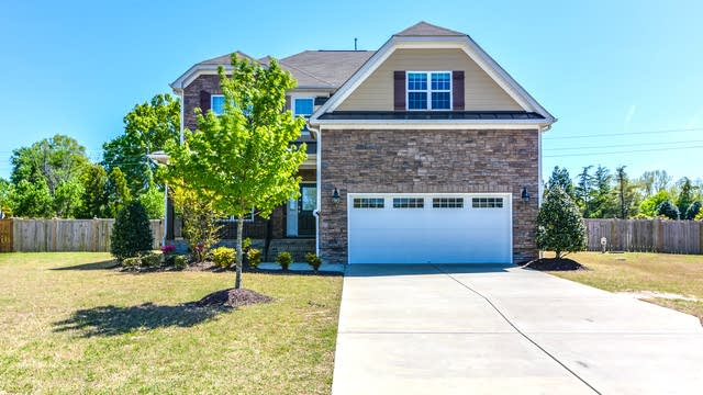 Photo 1 of 25 - 5436 Downton Grove Ct, Fuquay Varina, NC 27526