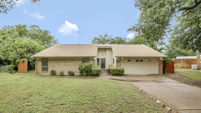 Photo 1 of 26 - 5050 Tierney Ct N, Fort Worth, TX 76112