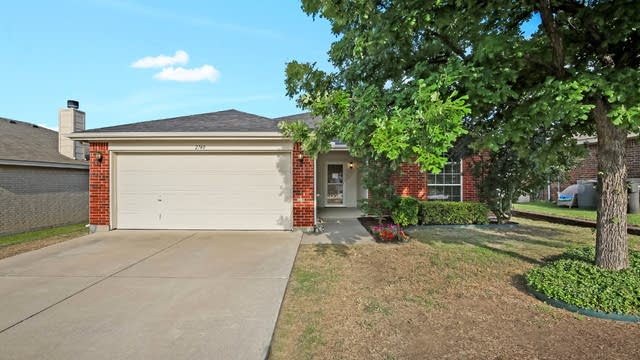 Photo 1 of 26 - 2740 Brea Canyon Rd, Fort Worth, TX 76108