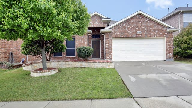 Photo 1 of 26 - 10009 Tulare Ln, Fort Worth, TX 76177