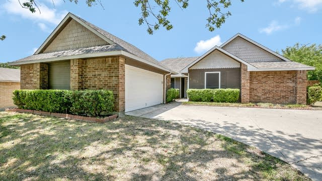 Photo 1 of 27 - 10169 Indian Mound Rd, Fort Worth, TX 76108