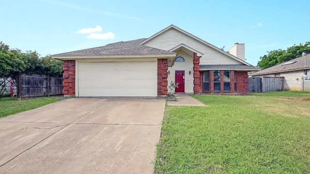 Photo 1 of 26 - 710 Running Creek Dr, Arlington, TX 76001