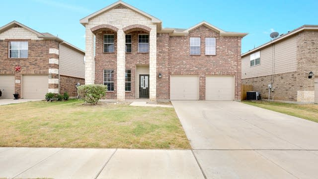 Photo 1 of 38 - 4909 Blue Top Dr, Fort Worth, TX 76179