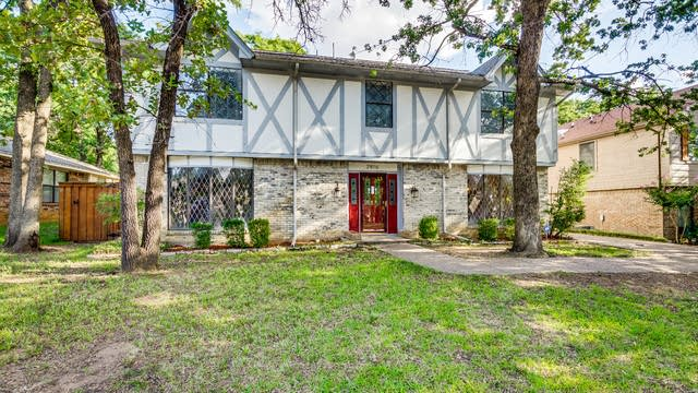 Photo 1 of 33 - 2816 Woodpath Ln, Bedford, TX 76021