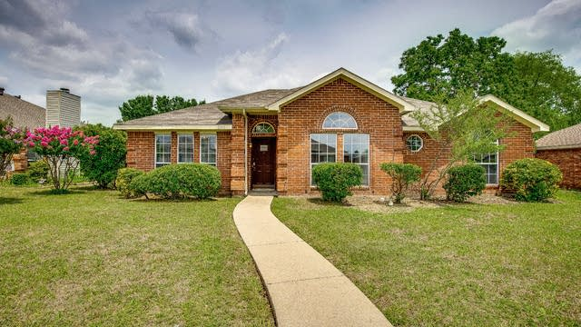 Photo 1 of 28 - 6910 Todd Ln, Sachse, TX 75048