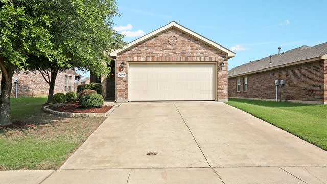 Photo 1 of 26 - 12013 Walden Wood Dr, Fort Worth, TX 76244