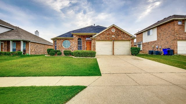 Photo 1 of 25 - 110 Lonesome Dove Ln, Forney, TX 75126