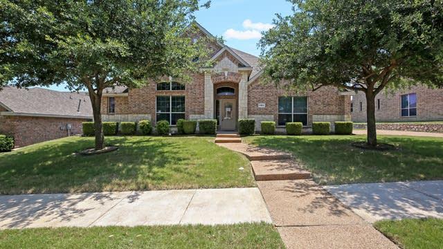 Photo 1 of 28 - 1104 Southlake Dr, DeSoto, TX 75115