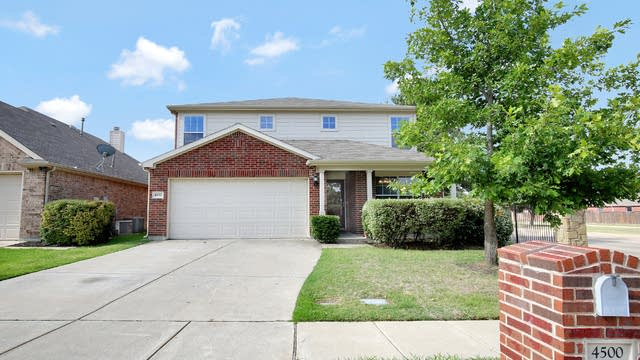 Photo 1 of 26 - 4500 Chris Dr, Fort Worth, TX 76244