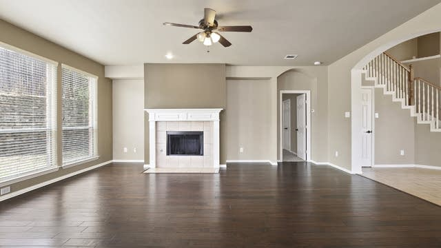 Photo 1 of 25 - 4708 Hearthstone Ln, Fort Worth, TX 76135