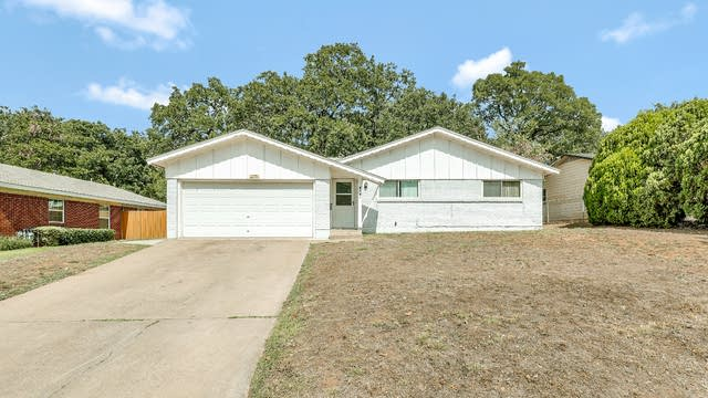 Photo 1 of 25 - 6509 Shady Hill Dr E, Forest Hill, TX 76119