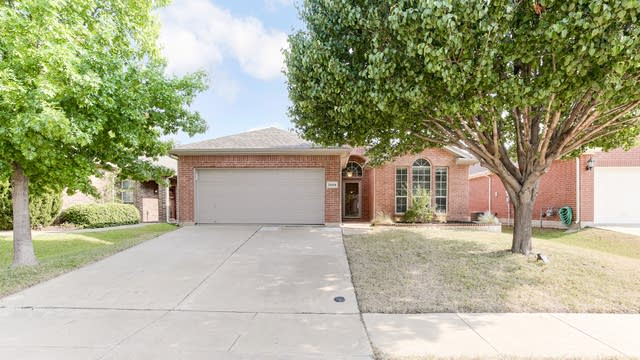 Photo 1 of 25 - 2669 Chadwick Dr, Fort Worth, TX 76131