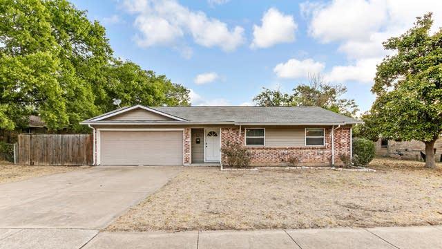 Photo 1 of 25 - 505 E Prairie View Rd, Crowley, TX 76036