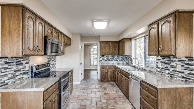 Photo 1 of 20 - 614 Torrance Dr, Garland, TX 75040