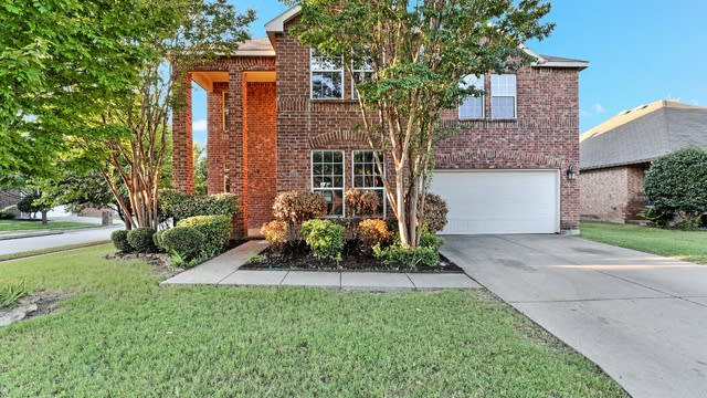 Photo 1 of 25 - 1960 Caddo Springs Dr, Justin, TX 76247