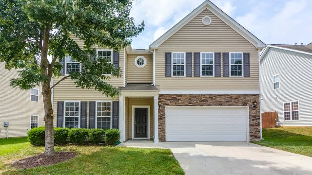 Photo 1 of 16 - 2348 Lazy River Dr, Raleigh, NC 27610