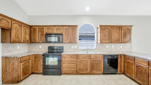 Photo 1 of 25 - 7464 Maroon Dr, Fort Worth, TX 76120