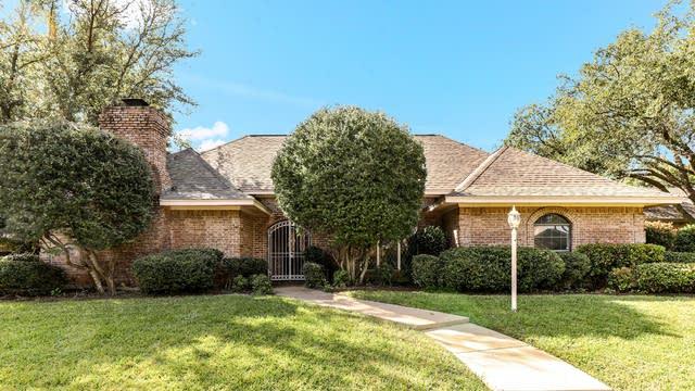Photo 1 of 28 - 7204 Johnstone Ln, Fort Worth, TX 76133