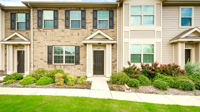 Photo 1 of 26 - 6808 Carrington Ln, Fort Worth, TX 76137