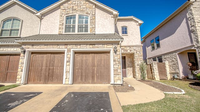 Photo 1 of 27 - 2525 Fountain Cv, Carrollton, TX 75006