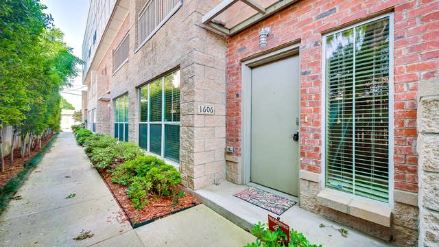 Photo 1 of 20 - 1606 Jensen Ct, Dallas, TX 75204