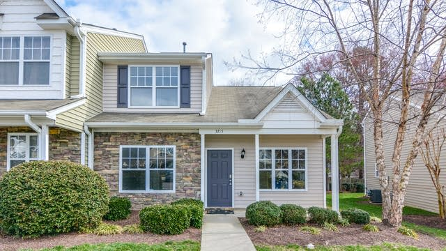 Photo 1 of 25 - 3715 Bison Hill Ln, Raleigh, NC 27604