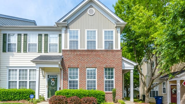 Photo 1 of 18 - 5725 Corbon Crest Ln, Raleigh, NC 27612