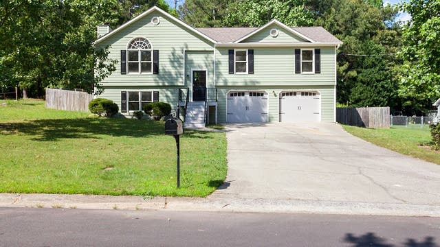 Photo 1 of 22 - 1365 La Maison Dr, Lawrenceville, GA 30043