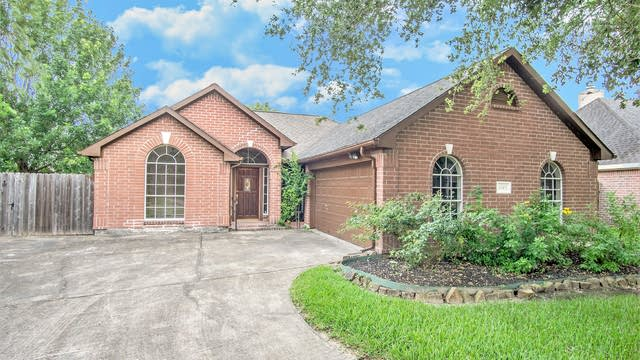Photo 1 of 17 - 6303 Palm Ct, Pearland, TX 77581
