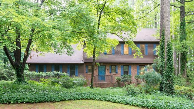 Photo 1 of 18 - 6104 Dresden Ln, Raleigh, NC 27612