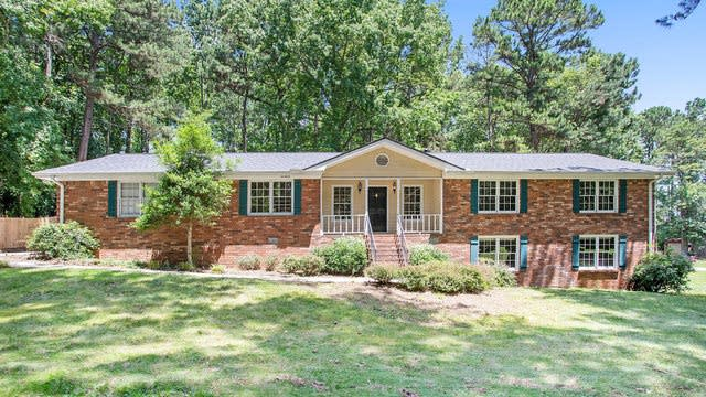 Photo 1 of 17 - 845 Corinth Dr, Jonesboro, GA 30238