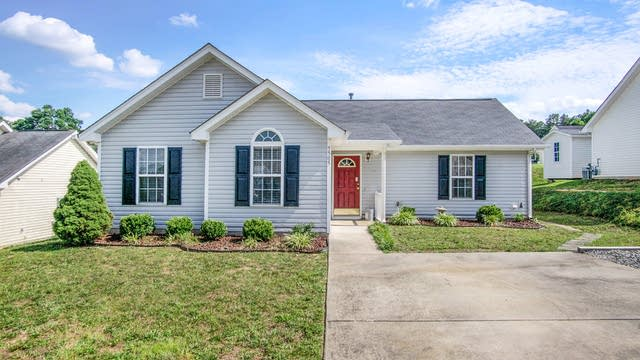 Photo 1 of 15 - 5505 Katherine Ct, Charlotte, NC 28034