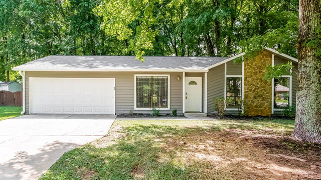 Photo 1 of 25 - 6421 Lake Forest Rd E, Charlotte, NC 28227