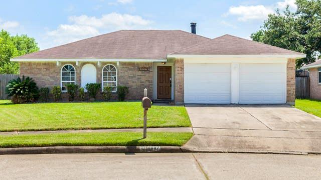 Photo 1 of 15 - 16807 Kings Chapel Ct, Friendswood, TX 77546