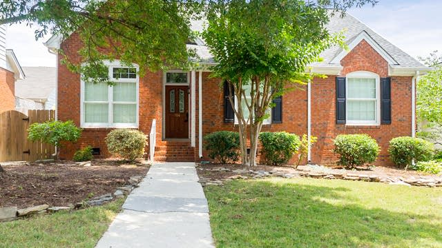 Photo 1 of 29 - 106 Cromwell Ct, Cary, NC 27513