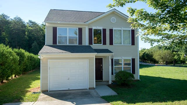 Photo 1 of 24 - 1180 Crowders Woods Dr, Charlotte, NC 28052