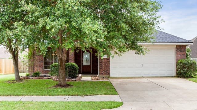 Photo 1 of 38 - 4304 Summer Ln, Pearland, TX 77584