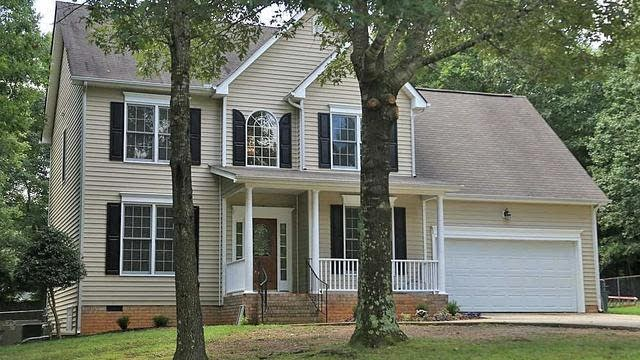 Photo 1 of 14 - 190 Woodcroft Dr, Youngsville, NC 27596