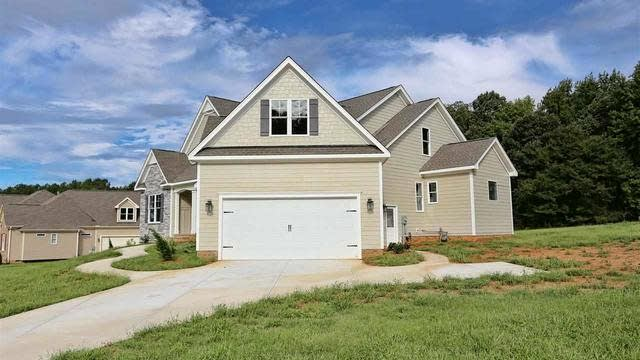 Photo 1 of 21 - 1117 Dovefield Ln, Youngsville, NC 27596