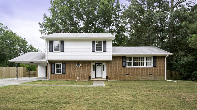 Photo 1 of 18 - 5308 Knollwood Rd, Raleigh, NC 27609